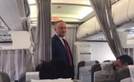 Igor Dodon s-a dat in spectacol, in avion, la intoarcerea din Turcia. Ce a facut presedintele moldovean