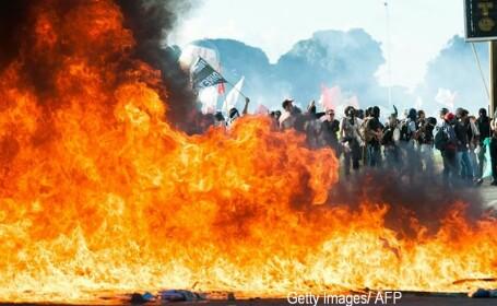 Proteste in Brazilia. Presedintele a cerut armatei sa intervina, dupa ce manifestantii au patruns in cladirile ministerelor