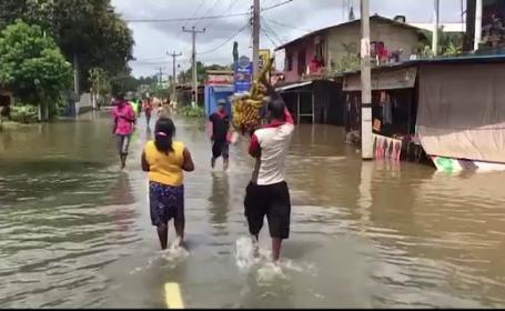 120 de oameni au murit in inundatiile care au lovit Sri Lanka. Apelul autoritatilor pentru comunitatea internationala