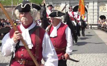 Aglomerație de 1 Mai la Cetatea Alba Iulia. Schimb de gardă ca la Palatul Buckingham