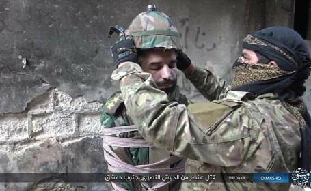 Prizonier, transformat într-o bombă umană de fanaticii ISIS. Scenele șocante, filmate