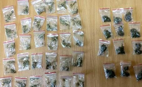 Bărbat cu o borsetă plină cu droguri depistat la Constanța. Reacția avută la vederea jandarmilor