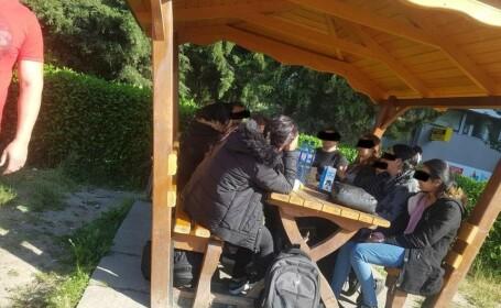 Zece irakieni fără acte, prinşi de poliţie în centrul Timişoarei, când luau masa
