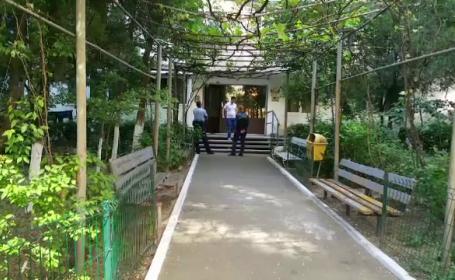 Un bărbat din Craiova și-a omorât partenera de viață cu ciocanul, apoi s-a aruncat de la etaj