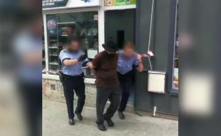 Un bărbat de 73 de ani a încercat să jefuiască un magazin de bijuterii, electrocutând-o pe vânzătoare
