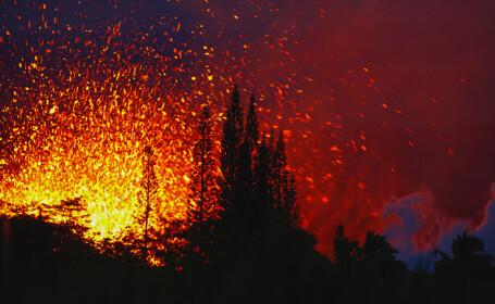 Imagini spectaculoase în Hawaii. Lava vulcanului Kilauea, surprinsă ieșind prin fisuri