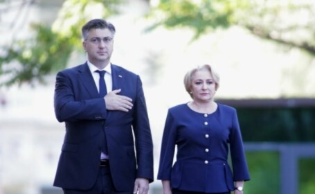Premierul Croaţiei, primit cu onoruri militare la Palatul Victoria. Dăncilă, eroare de protocol