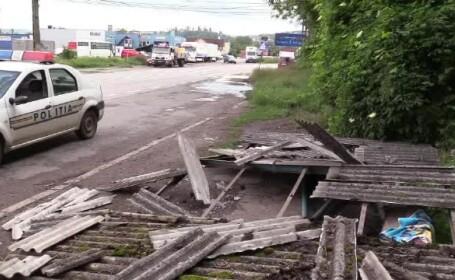 4 copii, la un pas de moarte după ce un bărbat beat a dărâmat o staţie de autobuz peste ei