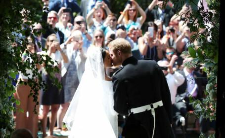Primul sărut al lui Harry cu Meghan, în calitate de duce și ducesă de Sussex