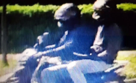 Prima imagine cu hoții care au jefuit o bancă din Baia Mare. Au furat 100.000 de lei