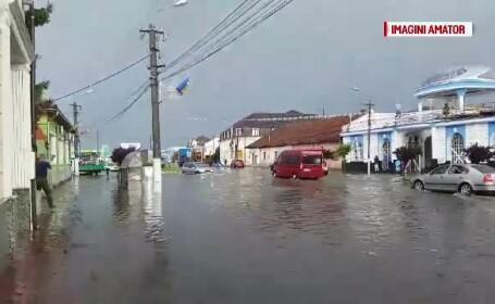 Târgu Jiu şi Lugoj, inundate după ploi. Tornadă la Timişoara