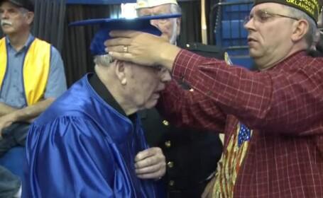 Un veteran de război a primit diplomă de absolvire a liceului la 91 de ani
