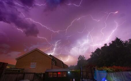 """""""Mama tuturor furtunilor"""". Marea Britanie, lovită de fulgere de 15.000 - 20.000 de ori"""