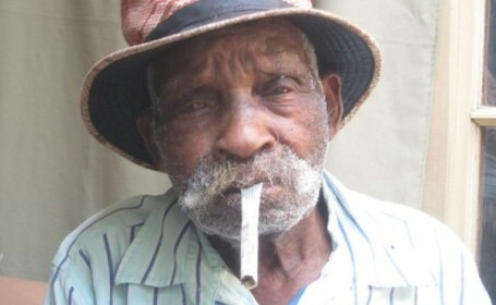 Cel mai bătrân om din lume vrea să se lase de fumat, după ce a renunțat la alcool. Vârsta lui Fredie