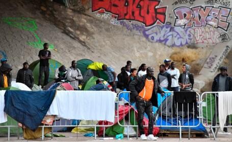 Cea mai mare tabără de migranți din Paris, de 1.700 de oameni, evacuată de forțele de ordine