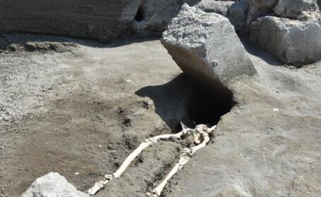 A supraviețuit erupției Vezuviului, dar a murit strivit de o stâncă. Descoperirea din Pompei