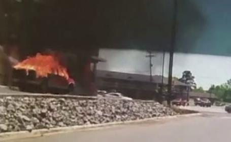 Camion blocat sub un pod pentru 4 ore. Starea în care era şoferul