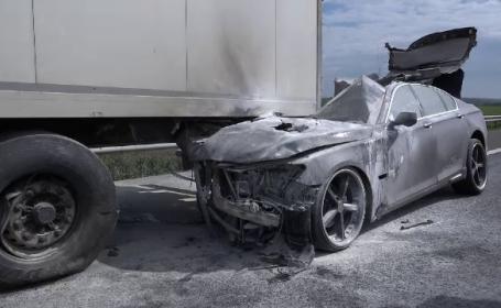 Mașină în flăcări, pe A1, în urma unui accident rutier cu un TIR