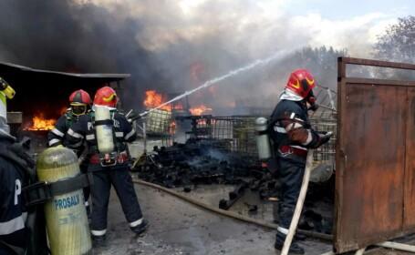 Incendiu la un depozit cu vopseluri și diluanți, în Vâlcea. Mesaj transmis prin RO-ALERT