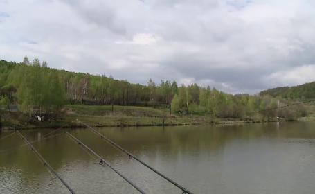 Timișorenii s-au relaxat în vacanța de 1 Mai la pescuit. Cât plătesc turiștii