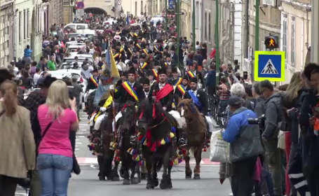 Reacția unor turiști din Argentina prezenți la parada călare a Junilor Brașoveni