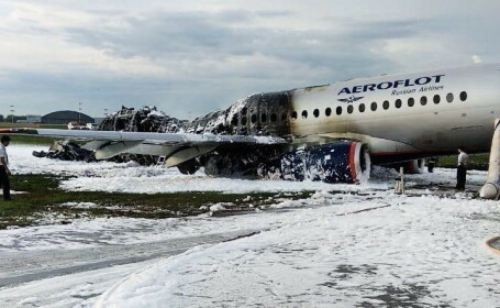 avion in flacari la Moscova, Suhoi Superjet 100 - 7