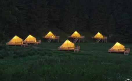 Glamping, conceptul de camping adorat de turiștii care ne vizitează. Prețul unui cort