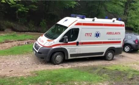 Ambulanță și un echipaj SMURD, blocate de o viitură în Argeș. Bolnavul a murit
