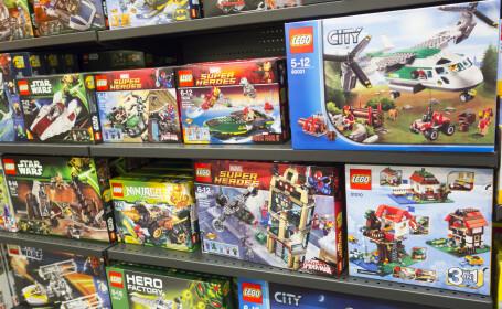 Descoperirea șocantă făcută de 3 femei, după ce au cumpărat o cutie uriașă cu Lego. FOTO