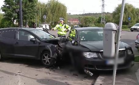 Două tinere lovite de o maşină acroşată de o alta. Ce s-a întâmplat cu fetele