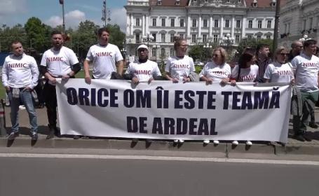 """Dăncilă, întâmpinată cu proteste în Arad: """"Orice om îi este teamă de Ardeal"""""""