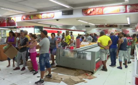 Cuba începe raţionalizarea alimentelor. Oamenii stau la coadă pentru orez în Havana