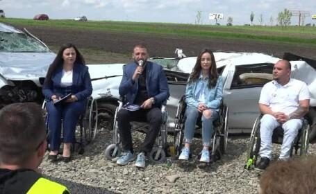 Au fost furate piese de la maşinile puse de Ştefan Mandachi lângă primul metru de autostradă din Moldova