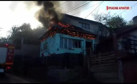 După ce a băut cu fratele său, un bărbat l-a luat la bătaie, apoi a dat foc casei