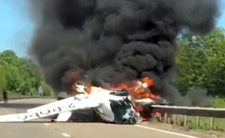 Avion prabusit pe autostrada