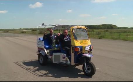 Un britanic pasionat de viteză a reușit să intre în Cartea Recordurilor cu cel mai rapid tuk-tuk