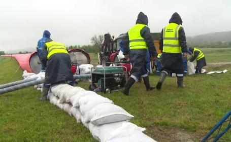 Amplu exercitiu de evacuare in caz de inundatii intr-un sat din Gorj