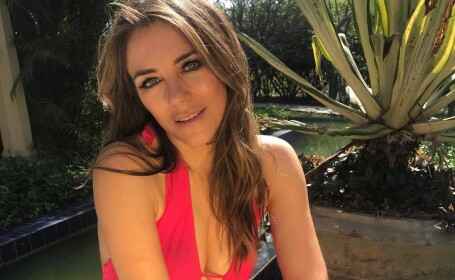 Cum arată o cunoscută actriță la 53 de ani
