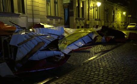 Acoperiș smuls de pe un bloc din Timișoara, în urma unei furtuni puternice