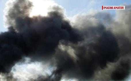 Fum negru pe cerul unei comune din Mureș. Autoritățile caută vinovații