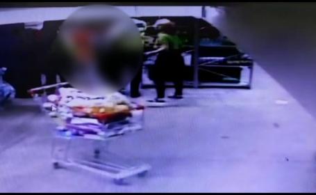 Paznic snopit în bătaie de un individ prins furând dintr-un magazin, în Moreni. VIDEO