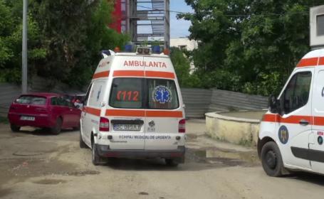 Cazul femeii care a căzut din ambulanța care o ducea la spital. Se cer măsuri drastice