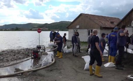 Terenuri agricole distruse și case inundate după ce au furat o țeavă