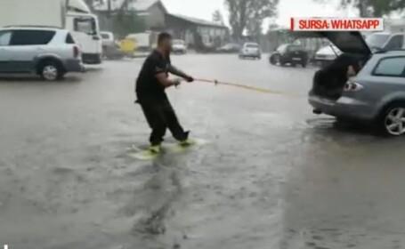 Distracție cu placa pe străzile din București, după furtună. VIDEO
