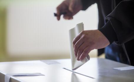 Irlandezii aprobă prin referendum liberalizarea divorţului. 82% de voturi pentru