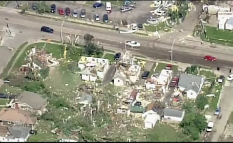 50 de tornade au măturat Statele Unite