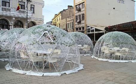 Cum vor arăta terasele la vară: baloane de plastic și tuneluri dezinfectante