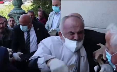 Încăierare la intrarea în Parlamentul Serbiei. Cinci persoane au fost arestate