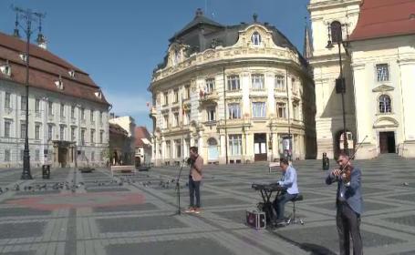 Momente emoționante în Sibiu, de Ziua Europei. Artiștii au performat pe străzile pustii ale orașului