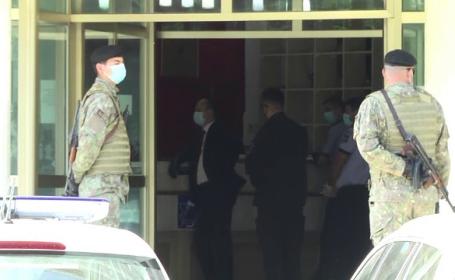 Scandal în centrul de carantină, după ce mai multe persoane au fost închise în camere